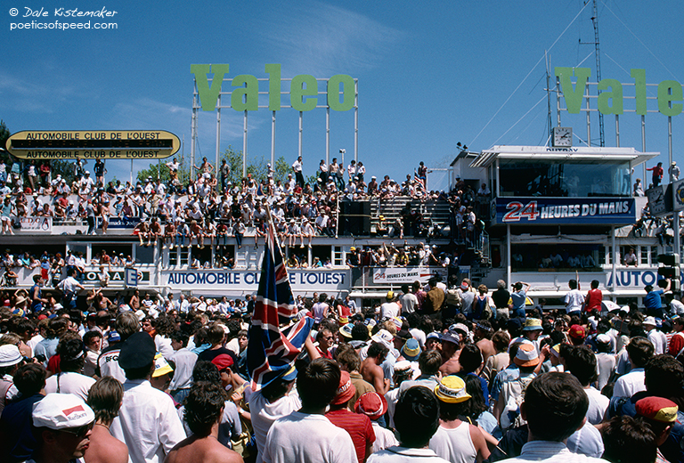 spectators.podium.84.lemans.sign