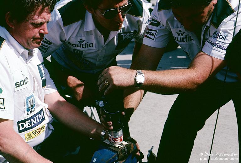 3.mechanics.adjust.shock.sign