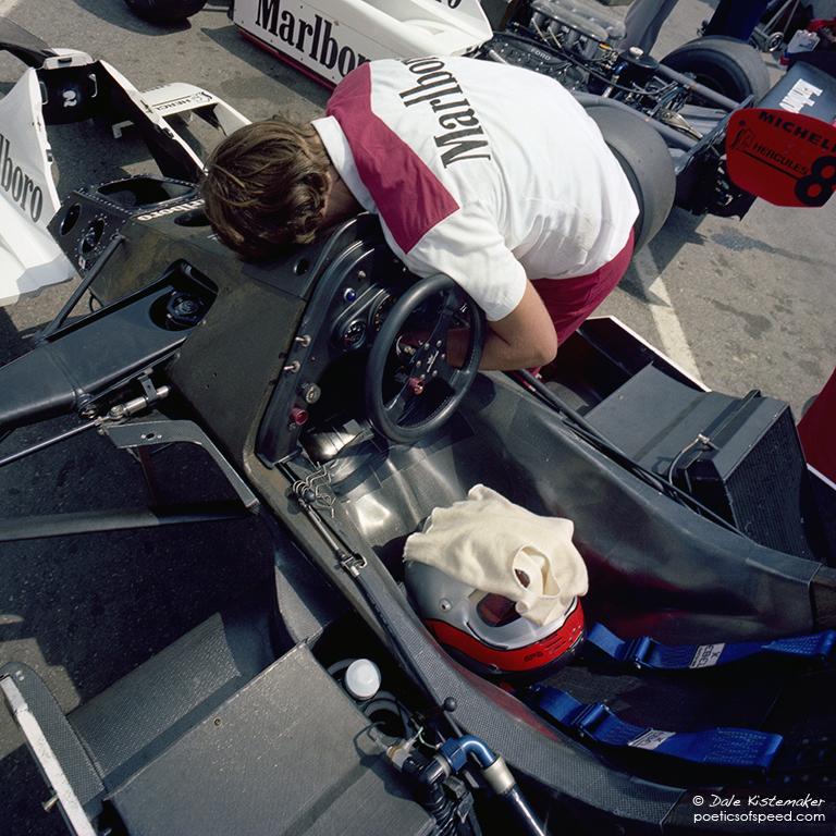 McLaren-mechanic.helmet.sign