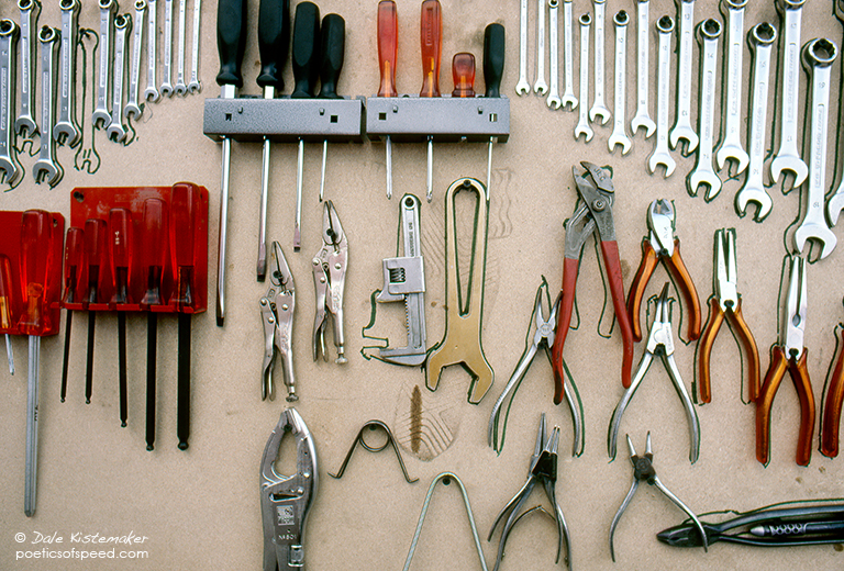 tools&footprint85sign