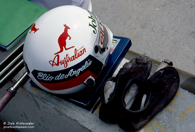 elio.helmet.shoes.lbgp83sign